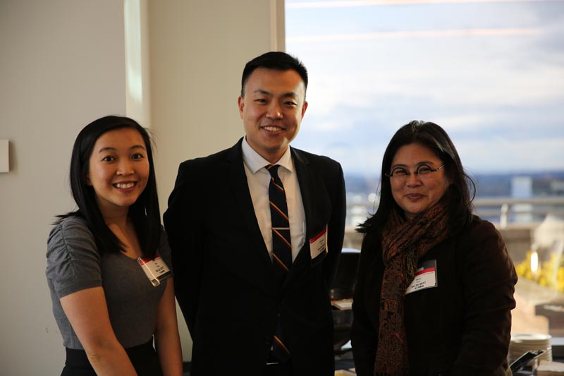 Mercy Kuo (right), President of the Washington State China Relations Council, talks with GBLI Fellows Binh Vong (left) and Chengyu Shi (middle)